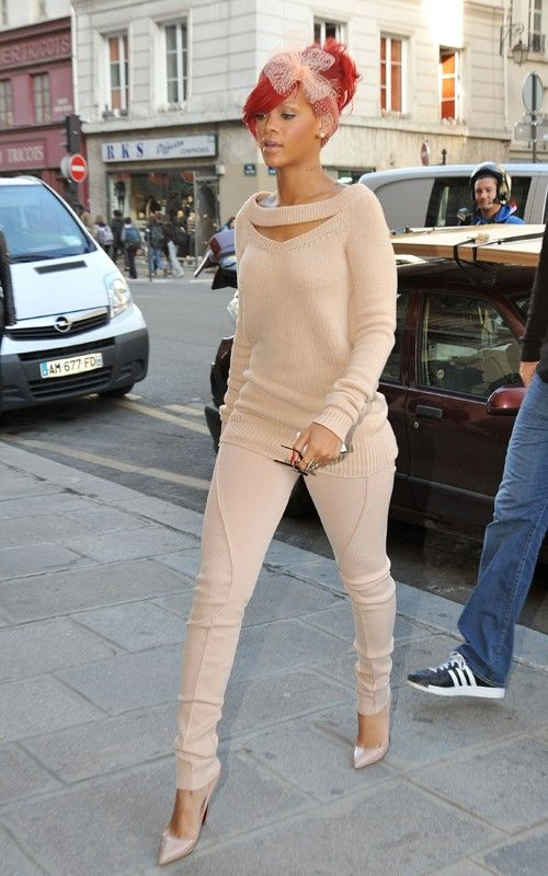 #Rihanna total nude look in #Louboutin pumps...I would so rock this!