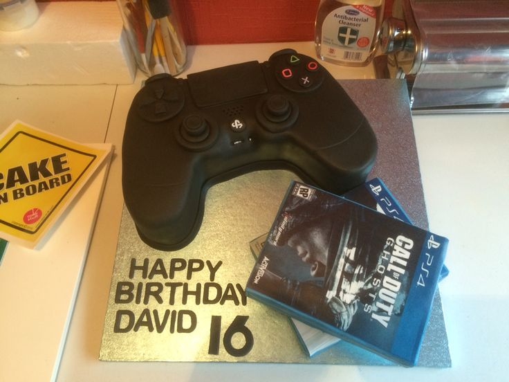 PlayStation 4 controller and games Cake
