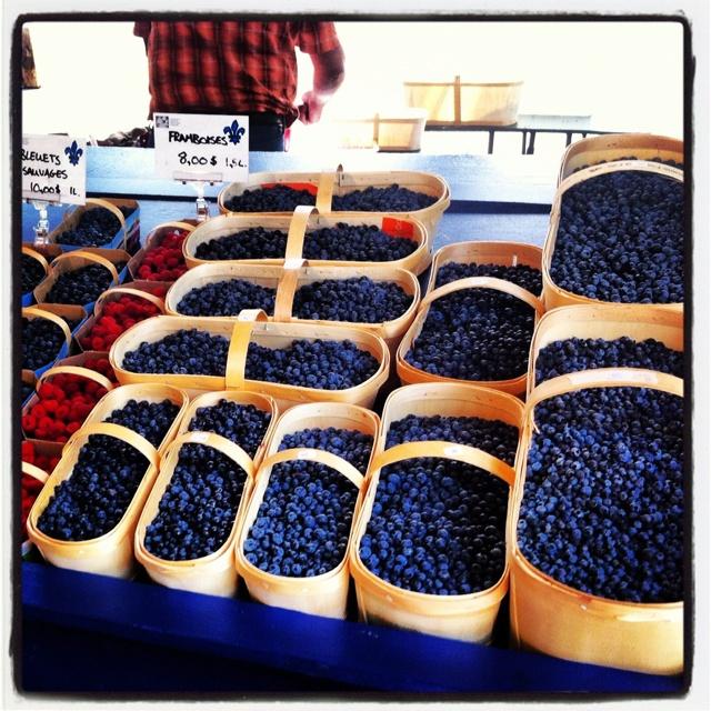 Petits fruits au marché Jean Talon