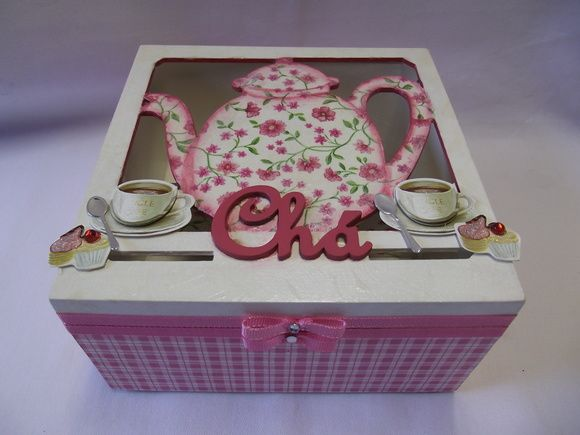 Caixa de chá quadrada com 4 divisóes, decorada com decoupagem, aplique em MDF e scrapdecor. Confecção: Atelier da ponte R$ 38,00
