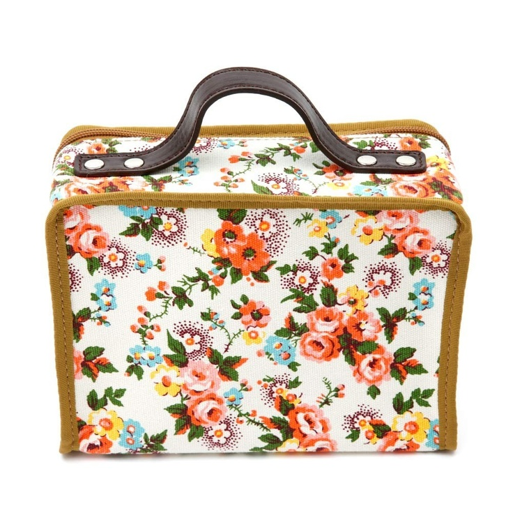 Lale suitcase for me or my daughter!! Love it! http://static.smallable.com/237872-thickbox/lale-rose-flowers-suitcase.jpg