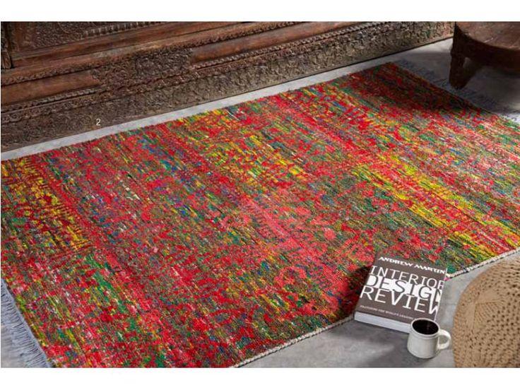 La alfombra de viscosa Richmond en tonos cálidos, tiene un dibujo intrincado y difuminado con un indudable aire  étnico.  Pertenece a la nueva colección de Félix Belso.  http://www.aqdecoracion.es/alfombras-de-viscosa-richmond-tonos-calidos-y-grises_1188.html