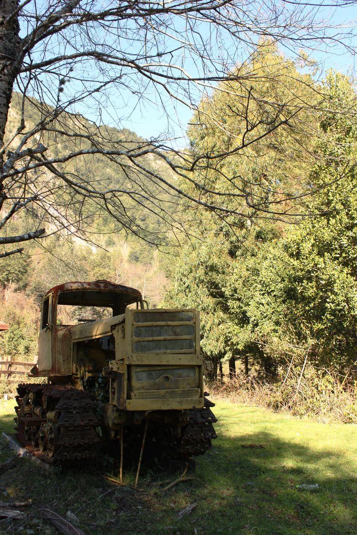 Tractor Amarillo, Coñaripe, Región de La Araucanía, Chile