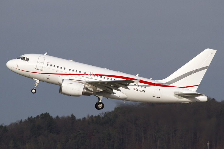 Copyright Photo: Tyrolean Jet Service Airbus A318-112 Elite (ACJ 318) OE-LUX (cn 4169), (Bruno Geiger 31. Dezember 2012).