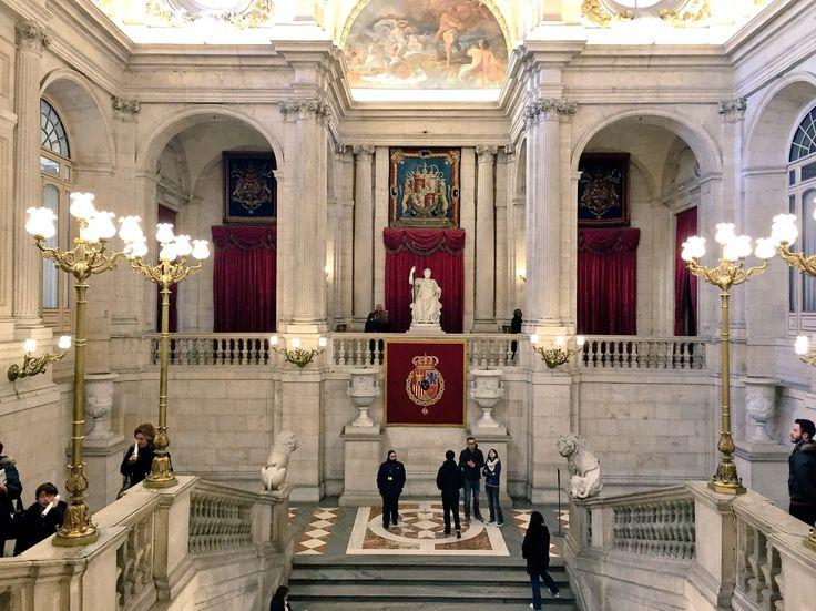 Entrada principal del Palacio Real de Oriente de Madrid.