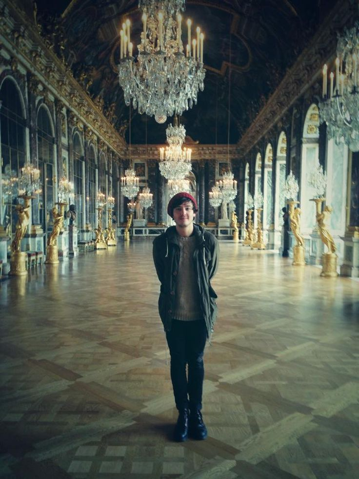 "Alexander Vlahos on Twitter: ""I can finally tweet this spoiler... Me in the Hall of Mirrors at Versailles! http://t.co/DGbkWfQzZC"""