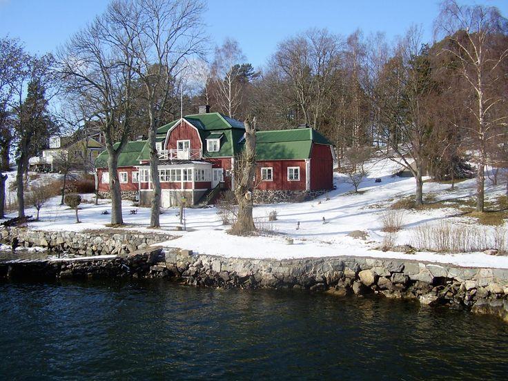 Koperen dak (geoxideerd) met rode houtverf
