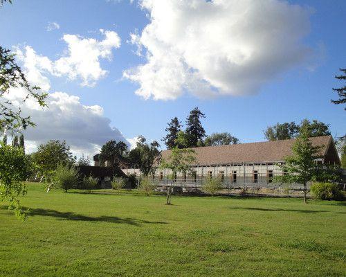Le Hameau Bellevue à Salies-de-Béarn dans les Pyrénées-Atlantiques, accueille soixante jeunes rencontrant différentes difficultés motrices, au coeur d'un parc thermal du XIX° Siècle de 8 hectares, classé comme arboretum, comprenant 15 bâtiments anciens remarquables. La construction du Pôle Scolaire ...