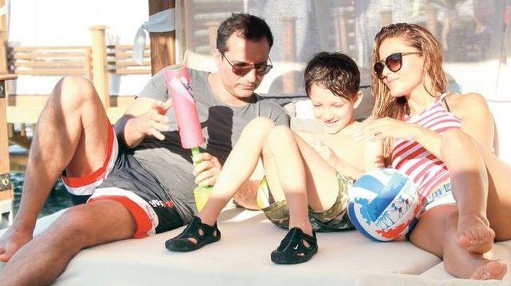 """Rafet El Roman oğlunun annesiyle barıştı  """"Rafet El Roman oğlunun annesiyle barıştı"""" http://fmedya.com/rafet-el-roman-oglunun-annesiyle-baristi-h51412.html"""