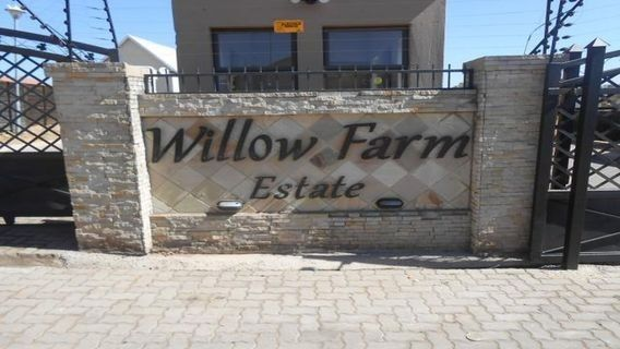 PRICE REDUCED!!!!Vacant land available in Equestria - WILLOW FARMESTATES Pretoria East 500sqmR 400 000.00Rates R 669Levy R 700Lovely farm style countryfeel estate in the Equestria area. Lovely development close to all amenities,main highways hospitals shopping centres, schools. Young families looking tobuild to their needs. Secure goodreturnon investmentHOUSES JUST EXAMPLES!!!!
