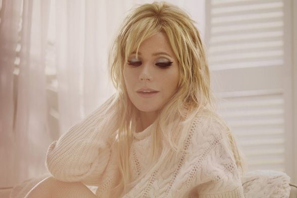 Gwyneth Paltrow has shown just how versatile she really is by channelling five very different beauty icons in a new campaign for Max Factor. The make-up looks we...  #Celebrity #GwynethPaltrow