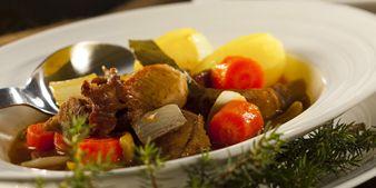 Perinteinen karjalanpaisti maukkaaseen jouluun. Hyvä ruoka, parempi mieli.