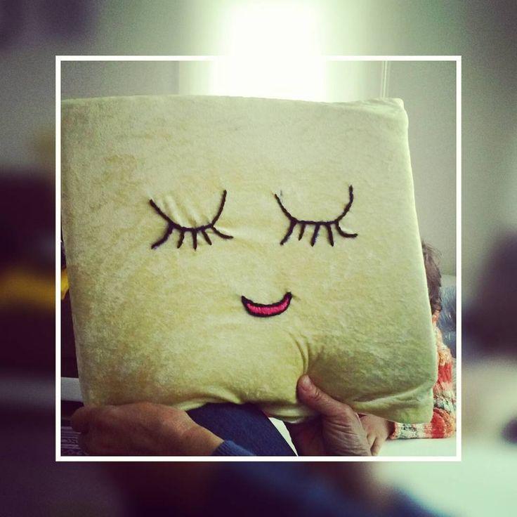 KOMSUMA ELEMEGI YASTİK denemekten kormamak lazim #endogalindan#kirpikliyastik#kirpik #elişi #ip#yastik#10marifetcom#10marifet #smile#cizim #gulumse #siyah #kırmızı #sari #repost #repos #getrepost#evdekorasyonu #susleme #süslü#instagram#elemegi#instagood http://turkrazzi.com/ipost/1524299182646343035/?code=BUnZgfRDbV7