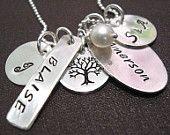 Charmed - main personnalisé collier - famille - estampillé collier de charme - mères Bijoux - Collier de grands-mères