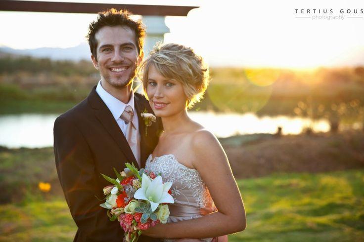 Inspirasie op - http://bruid.sarie.com/troues/regte-troues/carika-en-cronje?name=carika-en-cronje