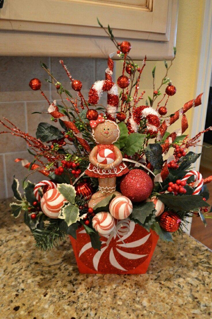 Los ramilletes de esferas son perfectos para crear fácilmente un arreglo de navidad. Puedes encontrar este tipo de aplicaciones navideñas e...