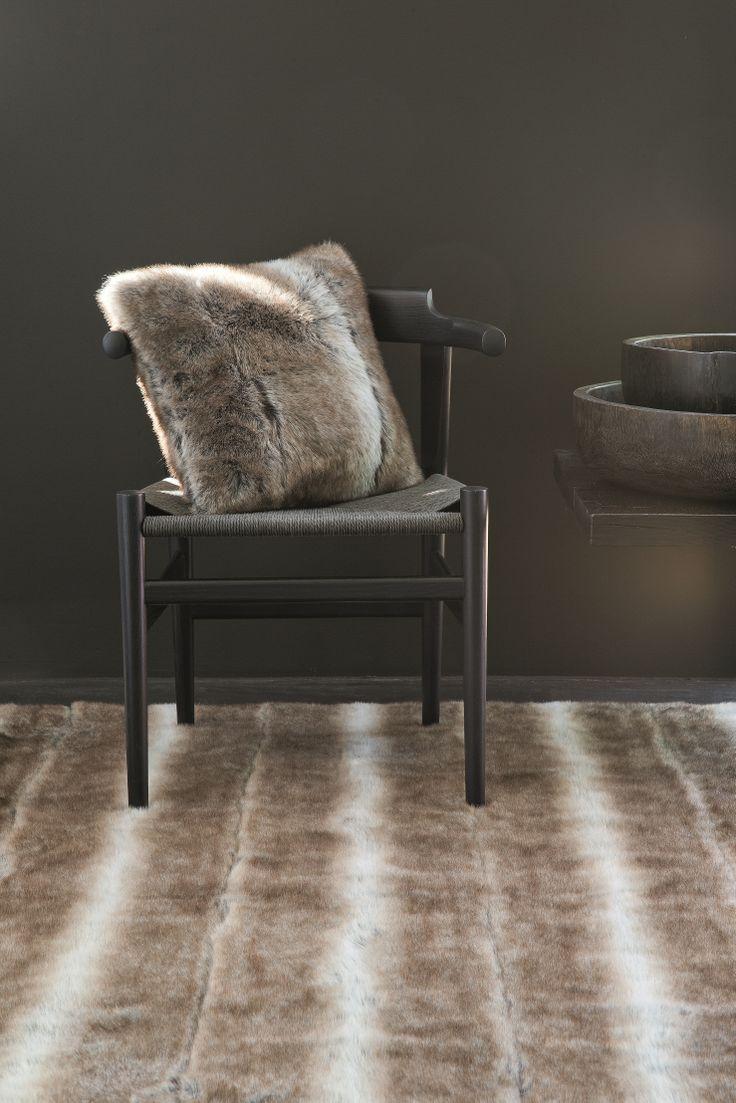 pelle-feel/ 211.001.600 (Rug) 211.001.6009 (cushion/ 50x50/ 70x70) faux fur