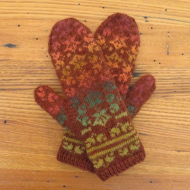Falling Leaves Knitting Pattern : 21 best images about Guantes- Luvas on Pinterest Free pattern, Rowan and Fa...