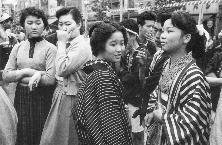 Takeyoshi TANUMA :: Modern dress versus traditional dress, Sanja festival, Asakusa, Tokyo, 1955