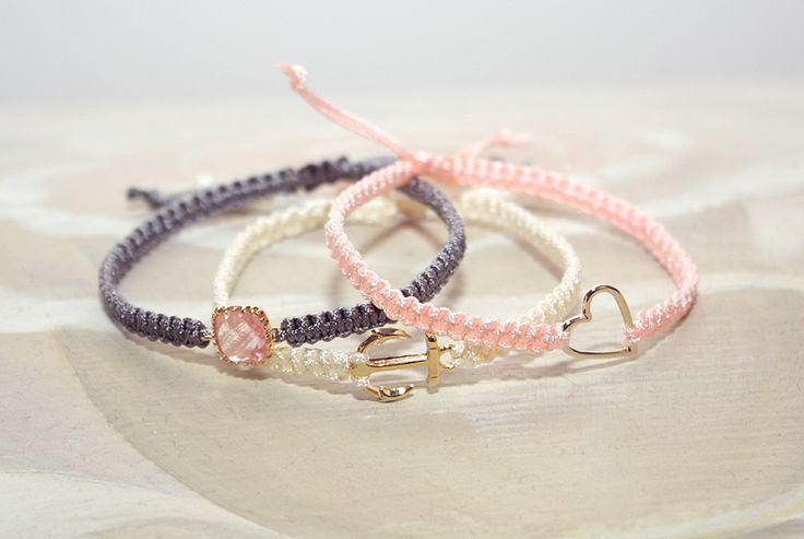 Einfache Anleitung für Makramee Armbänder. Knüpf dir dein eigenes Makramee Armband mit der beliebten Makramee Technik!