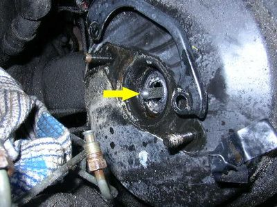 Remove the rear master cylinder seal.