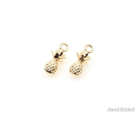 Pineapple in Gold   - Gold Plated (Tarnish Resistant) - Brass / 5.5mm x 11.5mm  - 2pcs / 1pack
