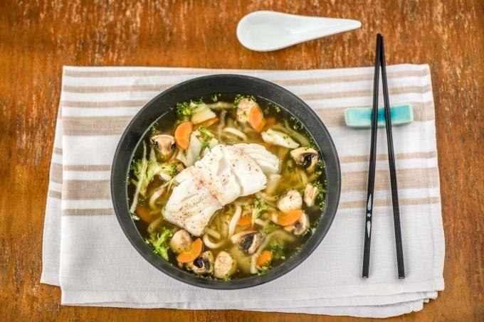 Japanse ramen met gebakken kabeljauw Een voedzame Japanse soep