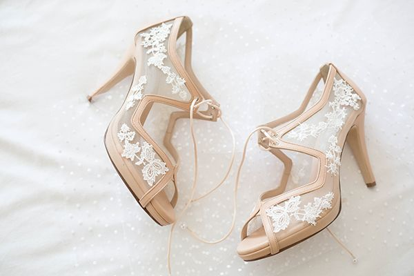 Romantikos Nhsiwtikos Gamos Sth Serifo A8hna Panagiwths Love4weddings Bridal Shoes Designer Wedding Shoes Satin Wedding Shoes