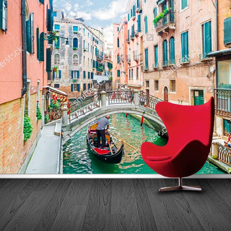 Fotobehang Bruggetje in Venetië   Maak het jezelf eenvoudig en bestel fotobehang voorzien van een lijmlaag bij YouPri om zo gemakkelijk jouw woonruimte een nieuwe stijl te geven. Voor het behangen heb je alleen water nodig!   #behang #fotobehang #print #opdruk #afbeelding #diy #behangen #venetie #italie #italiaans #gracht #bootje #gondel #europa #vakantie