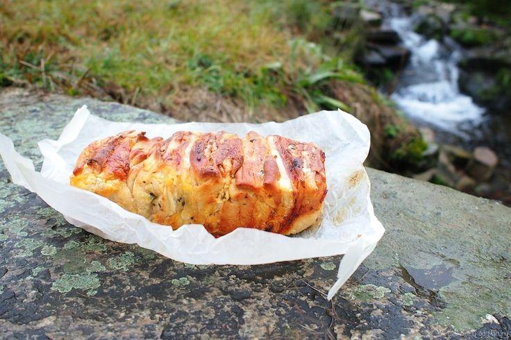 Laskominy od Maryny: Trhací chleba se sýrem, česnekem a bylinkami