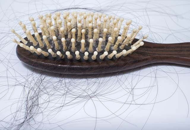 Aspirinin ağrı kesici, kanser ve Alzheimer önleyici olması gibi sayısız faydası var. Faydalarından birisi ise saçlara ilaç gibi gelmesi... Saç rengini korur  Özellikle açık renk sa�