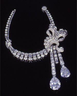 What you wear to a royal wedding? // Van Cleef and Arpels Diamond necklace 1949. (Courtesy of Sotheby's).