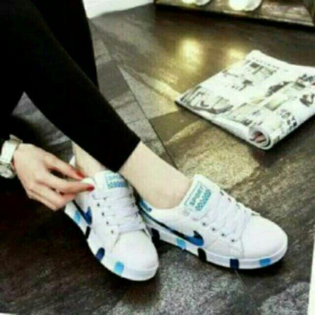 Saya menjual Sepatu N motif biru seharga Rp54.000. Dapatkan produk ini hanya di Shopee! https://shopee.co.id/ogut123/203632315/ #ShopeeID