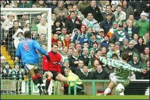 Celtic 2 Rangers 1 in Jan 2005 at Parkhead. Chris Sutton scores for Celtic #SPL