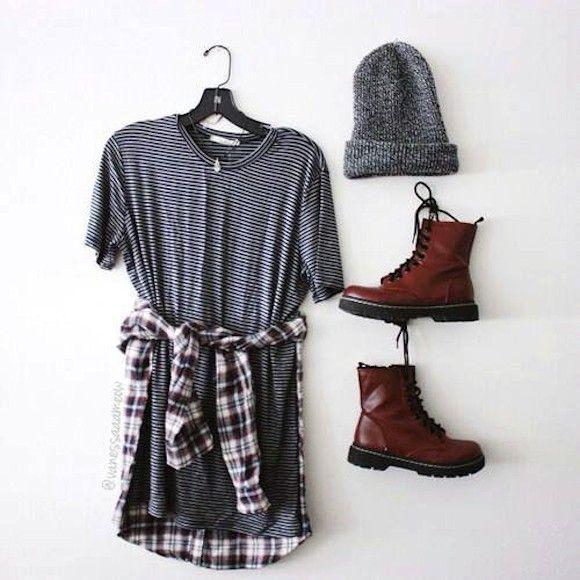 Look style grunge avec des bottines Dr. Martens bordeaux, une robe rayée, une chemise à carreaux nouée à la taille et un bonnet gris >> http://www.taaora.fr/blog/post/look-grunge-boots-dr-martens-robe-rayures-chemise-carreaux #outfit