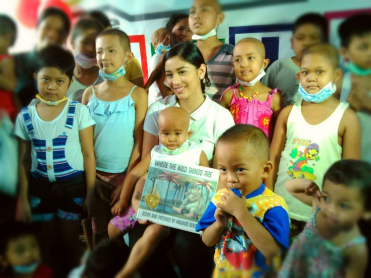 Actress Lauren Young with the Young Cancer Patients at Child Haus