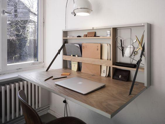 Funktional, Geräumig, Edeler Schreibtisch Der Platz Spart. Schreibtisch Für  Kleinen Raum. Platzsparend Und Praktisch Durchdacht Einrichten   Lautet Die  ...