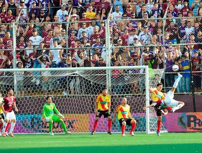 ... Futbol tico... ;)