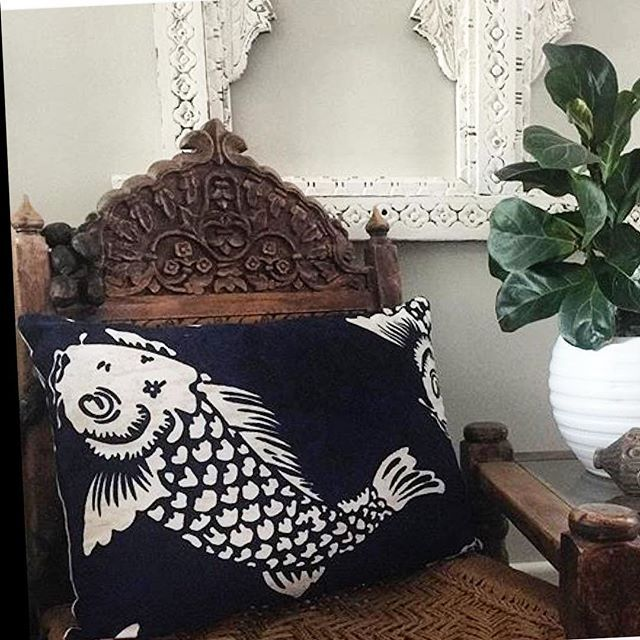 The KOI LUMBAR PILLOW  #MIXnMATCH an electic range of Stuart Membery decorative pillows for a personal range of expression #shoponline #shipworldwide ✈️ 3 day #doortodoor #express shipping to Aust. @mossandtwine for the gorgeous pic @stuartmemberyhome