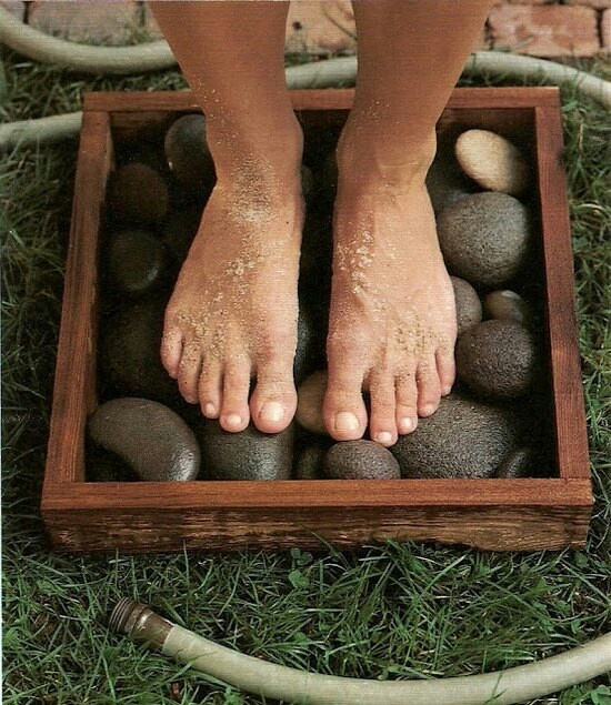 Garden Idea River rocks in a box + garden hose = clean feet Placed in the sun will heat the stones as well. Great way to wash off little feet covered with grass and dirt before coming inside.