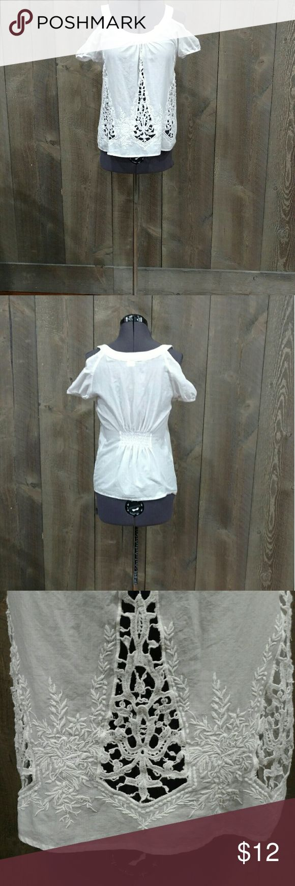 Cold shoulder  cotton Super cute cold shoulder top with gathering in the lower back, cap sleeves, lace insets. Moda India Tops Blouses