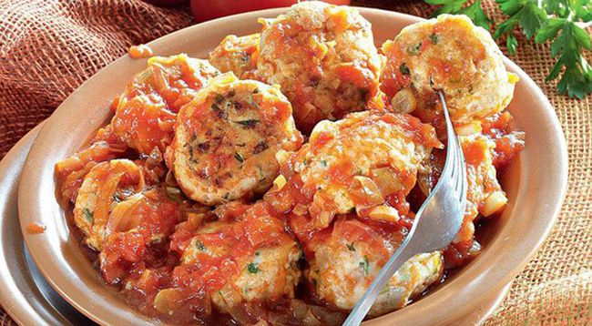 Small meatballs made of Turkey with almonds