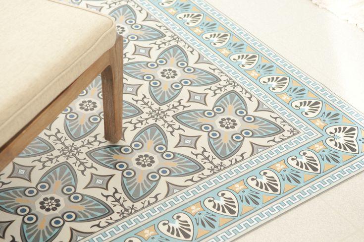 tapis vinyl impression carreaux ciment Beija flor sur www.cleosurlatoile.fr