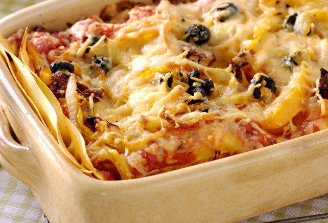 Lasagne met gegrilde kalkoen, olijven, paprika en Pecorinokaas & knoflooksaus