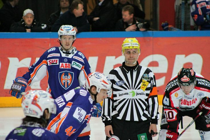 iwish that i could read the referee´s mind what he were thinking at that moment :-D
