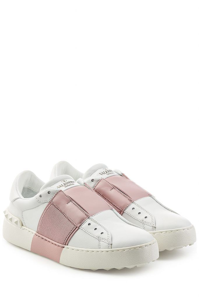 #Valentino #Leder, #Sneakers #Open mit #Textilpartie #, #Weiß für #Damen Die Sneakers Open von Valentino kommen im dekonstruierten Design mit Löchern aber ohne Schnürsenkel, dafür mit elastischen Einsätzen und einem Kontrastspiel aus Weiß und Rosa  >  Weißes Leder mit breitem Streifen in Rosa samt Textilpartien, elastische Einsätze, runde Zehenkappe, Schnürsenkellöcher, tonale Gumminieten an der Ferse, Innensohle aus Leder, Gummilaufsohle  >  Dicke Sohle aus Gummi