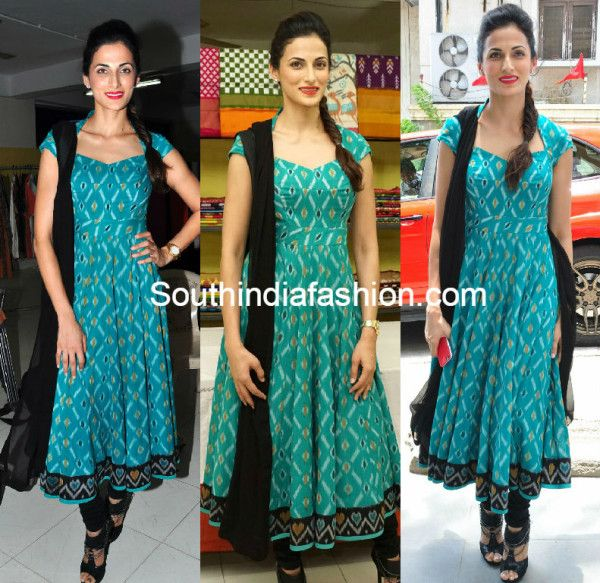 Designer Shilpa Reddy inaugurated Pochampally Ikat art mela at Road NO 12, Banjara Hills today. For the event, she wore a blue and black combination pochampally anarkali. Black heels and fishtail braid completed her look. Related PostsShilpa Reddy in Nikhil ThampiShilpa Reddy in an off-white anarkaliLakshmi Manchu in Shilpa Reddy AnarkaliShilpa Reddy in White Kurti …