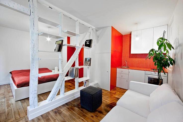 Маленькое пространство, две банки с краской, три бревна...и у вас креативный интерьер! http://interior.pro/interiors/1633/?image_id=11405