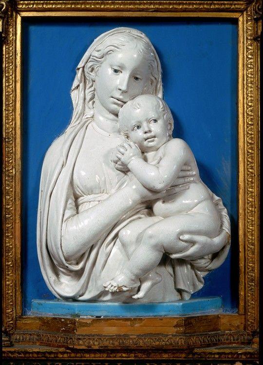 Luca della Robbia (Firenze, 1399/1400-1482) Madonna della mela, 1440-1445