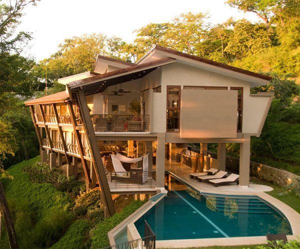 Fachada de casa de campo com piscina